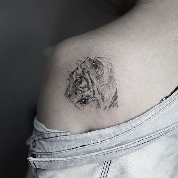 33-shoulder-tattoo-designs