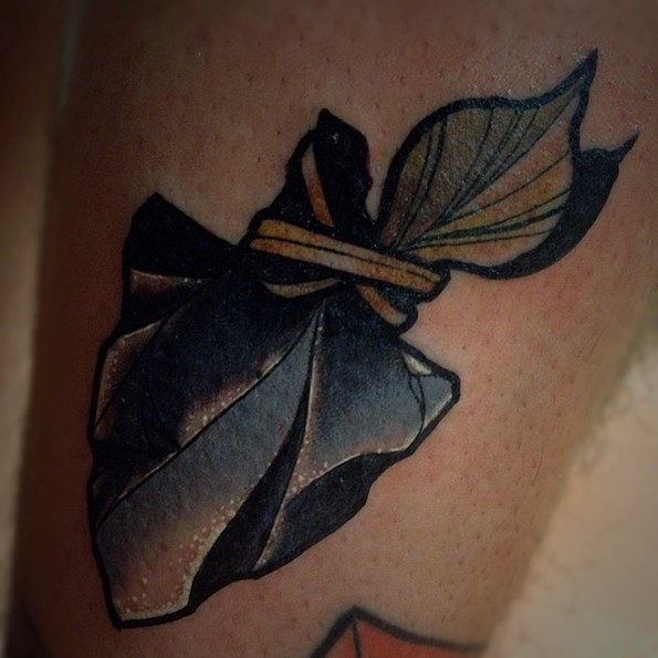 arrowhead-tattoo-white-detail