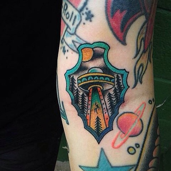 arrowhead-tattoo-with-flying-ufo-inside