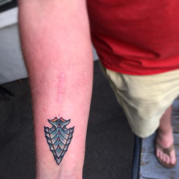 small-arrowhead-tattoos-on-wrist