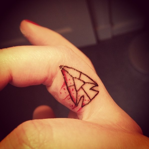 tiny-arrowhead-finger-tattoo