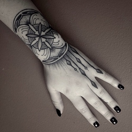 28-pretty-wrist-tattoos-for-women-and-girls-1