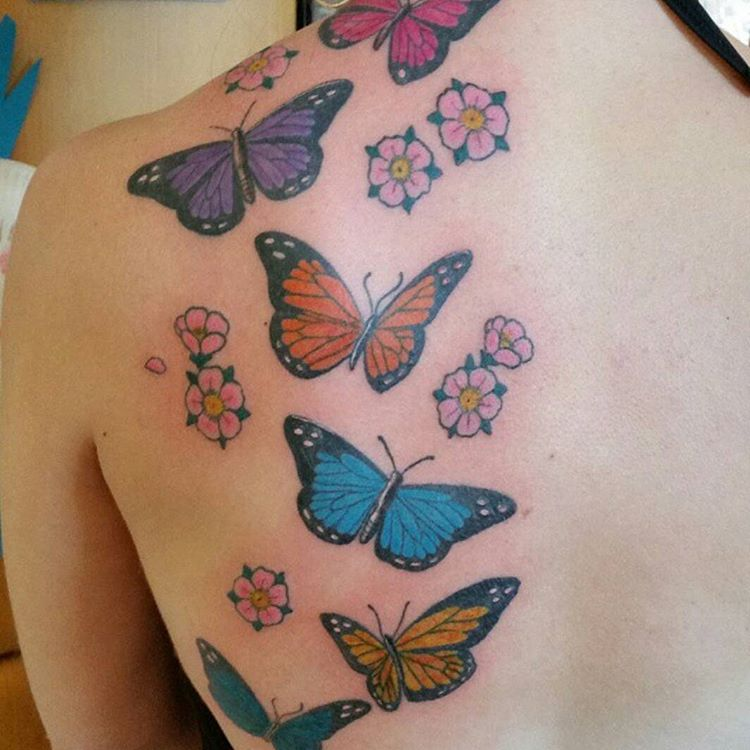butterfly-tattoos-with-small-flowers