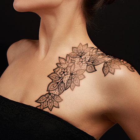 lace-tattoo-on-collarbone