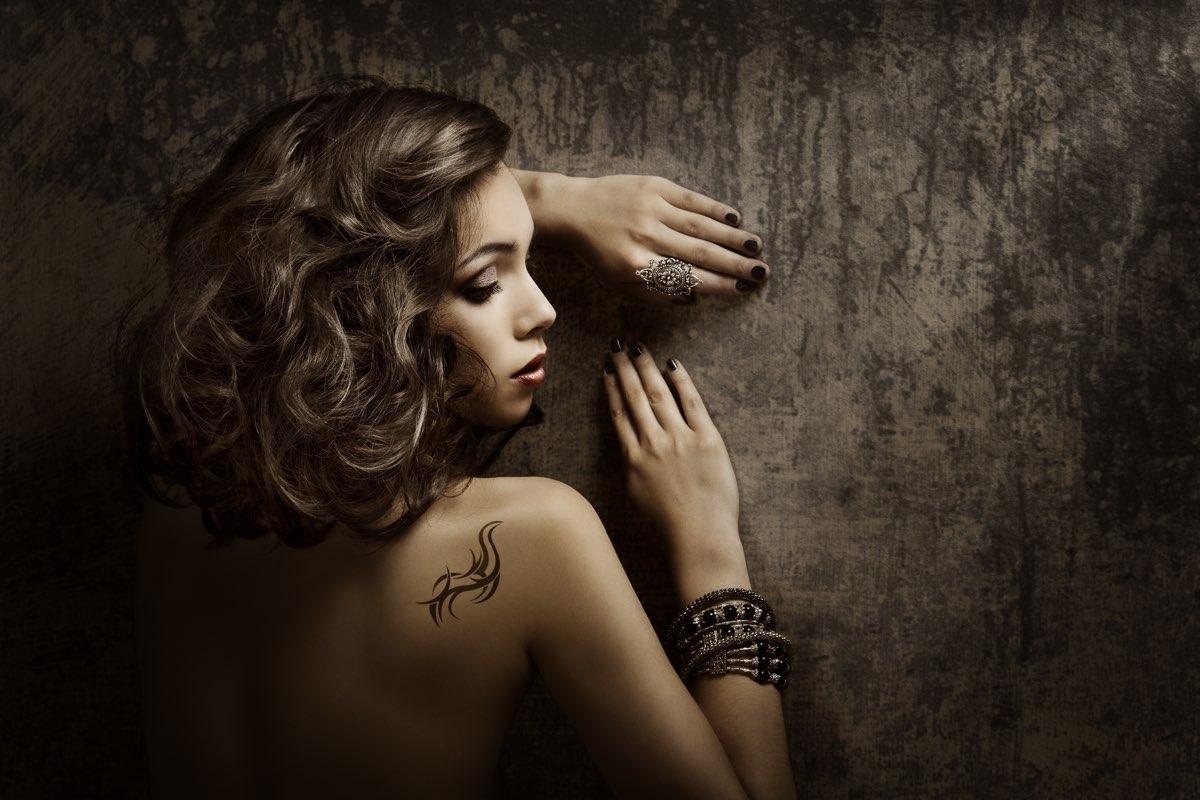 10 tatuaggi in stile pizzo per esaltare la vostra femminilità!