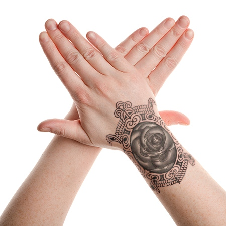 tribal-turtle-lace-tattoo-on-hand