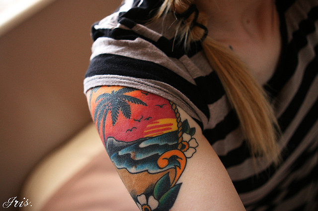 colored-palm-tree-tattoo-on-right-shoulder