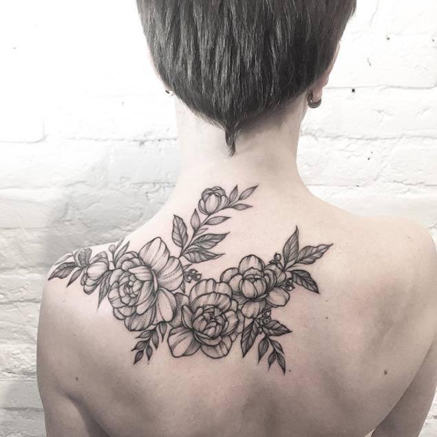 Tatuaggi Fiori Bianchi.20 Meravigliosi Tatuaggi Floreali In Bianco E Nero Tatuaggistyle It