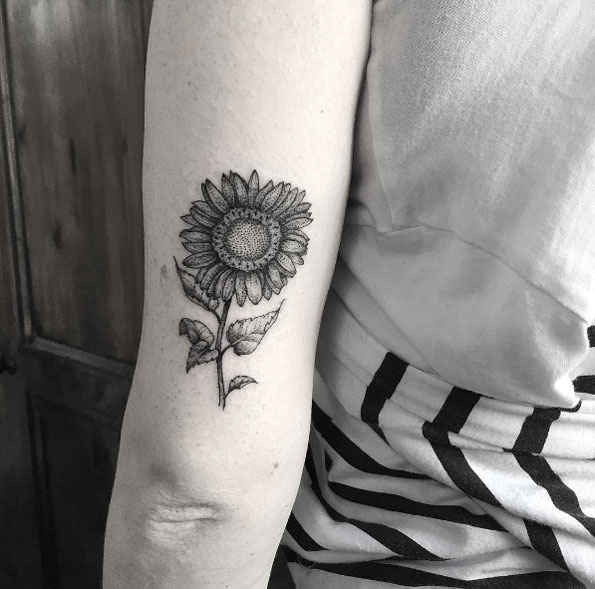 blackwork-back-arm-sunflower-tattoo