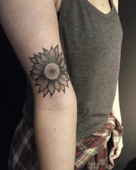 blackwork-sunflower-tattoo-1