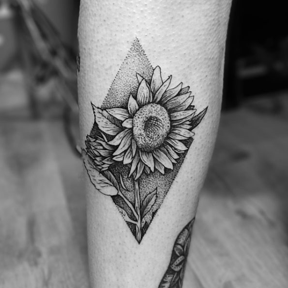 dotwork-sunflower-tattoo