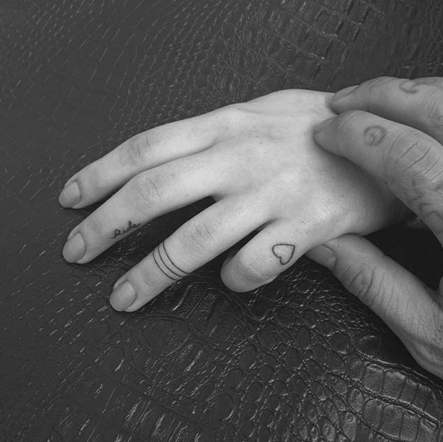 fingertattoos