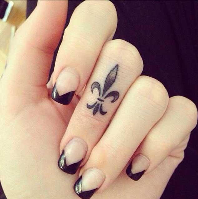 fleur-de-lis-finger-tattoo