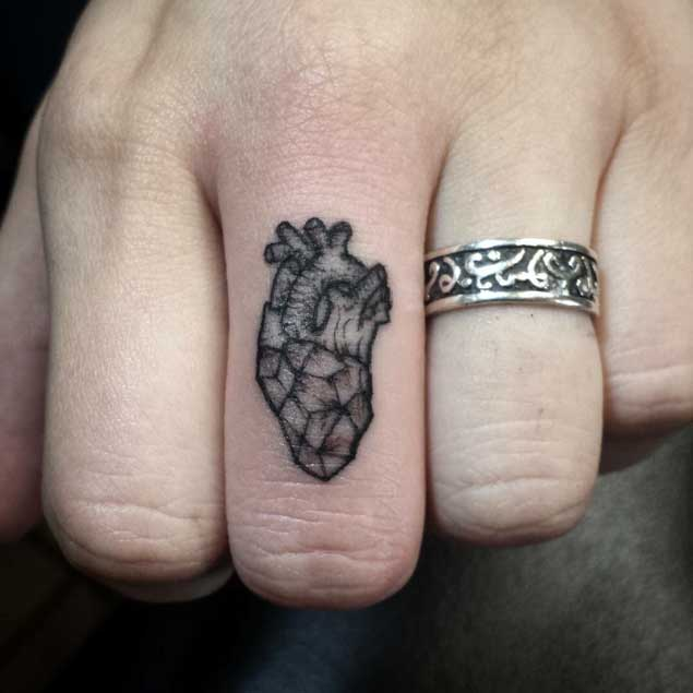 heart-finger-tattoo