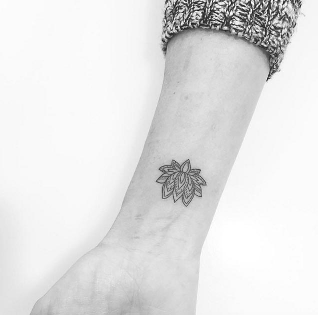 minimal-lotus-flower-tattoo