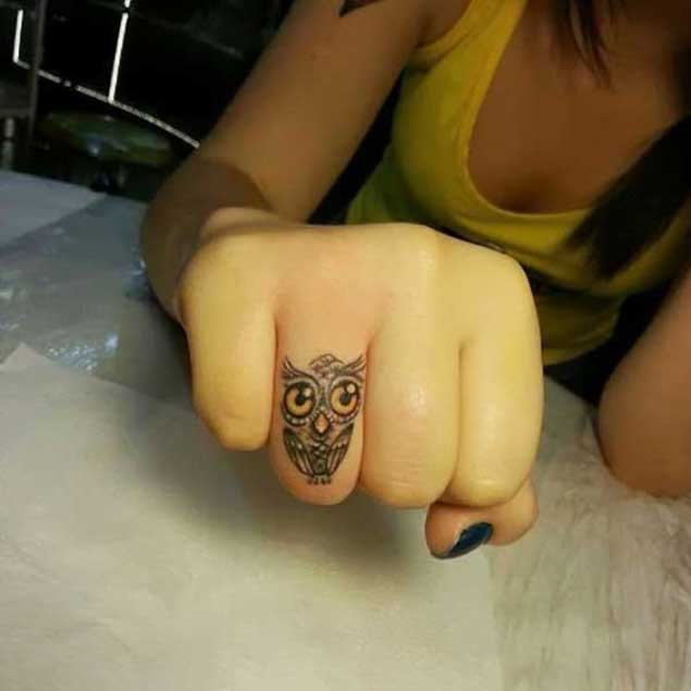 owl-finger-tattoo