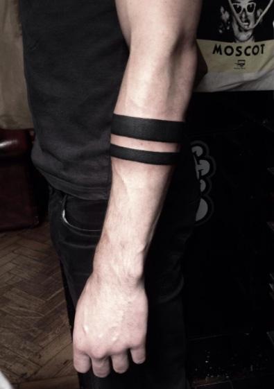 nuova alta qualità prezzo economico data di uscita: Tatuaggi con le bande sull'avambraccio: foto e significati!