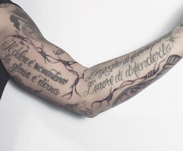 online in vendita immagini dettagliate top design Tatuaggio con filo spinato: significati, disegni e idee ...